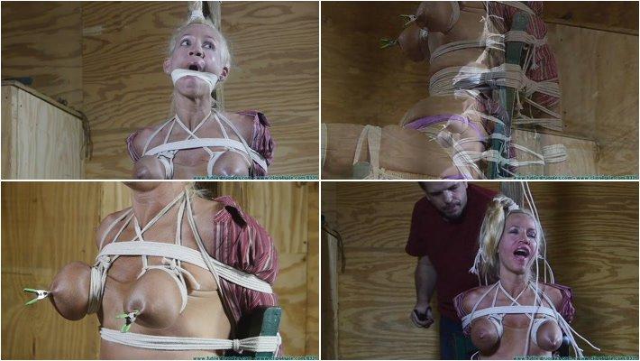 Jana cova in bondage
