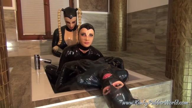 Miss Courtney, LatexDollLea, Latex Lara - 3 Dolls Rubberbath in the Palace