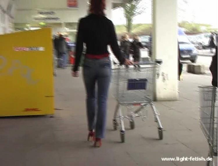 076 yasm_steelheel_jeans_candid_voyeur_shopping_cover,
