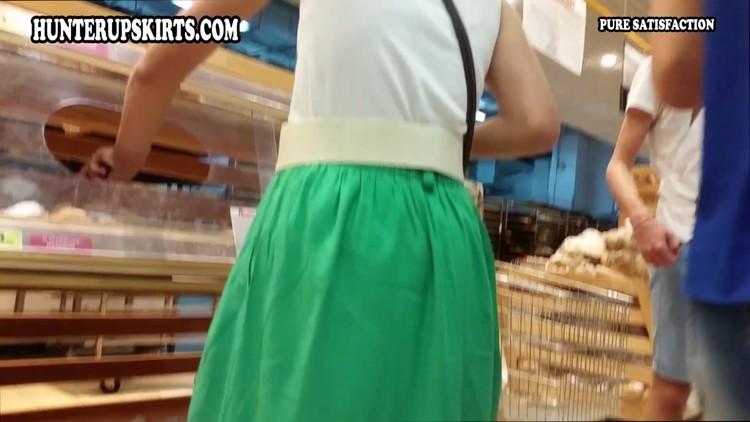 [Image: girlinthegreenskirt_cover_l.jpg]