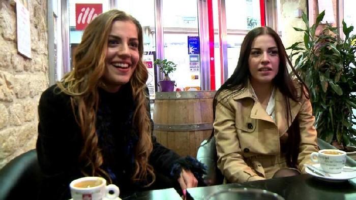 [JacquieEtMichelTV / Indecentes-Voisines] Dellai Twins (Nous sommes deux soeurs jumelles! / 6.12.2016) [All Sex, Anal, Group, 480p…