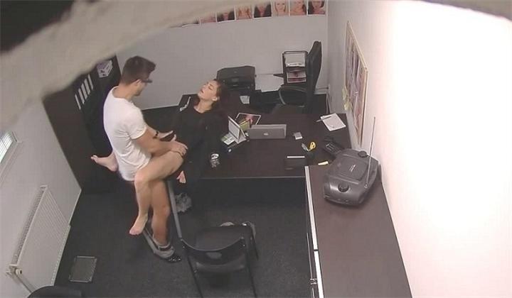 Камера в офисе засняла секс