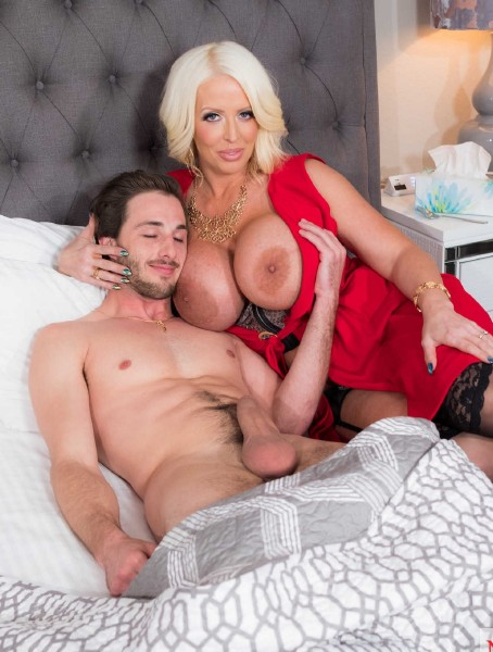 Alura Jenson - My Friends Hot Mom - HD (23.03.2018/MyFriendsHotMom/NaughtyAmerica/1GB)