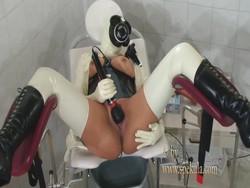 413 MB | Fetish tit torture gasmask | wmv | 00:15:01 | 1440x1080
