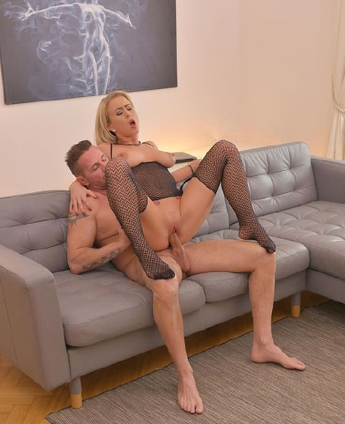 Licky Lex - Cum All Over Sexy Feet - HD (03.04.2018/HotLegsAndFeet/DDFNetwork/452 MB)