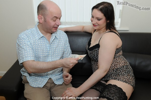 Amateurs - Hollie of Leeds, Part 1 [Standard Quality SD] RealPunting - (155 MB)