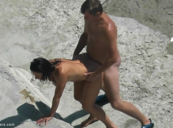 Amateurs - Beach Sex 683 [HD] BeachHunters - (655MB)
