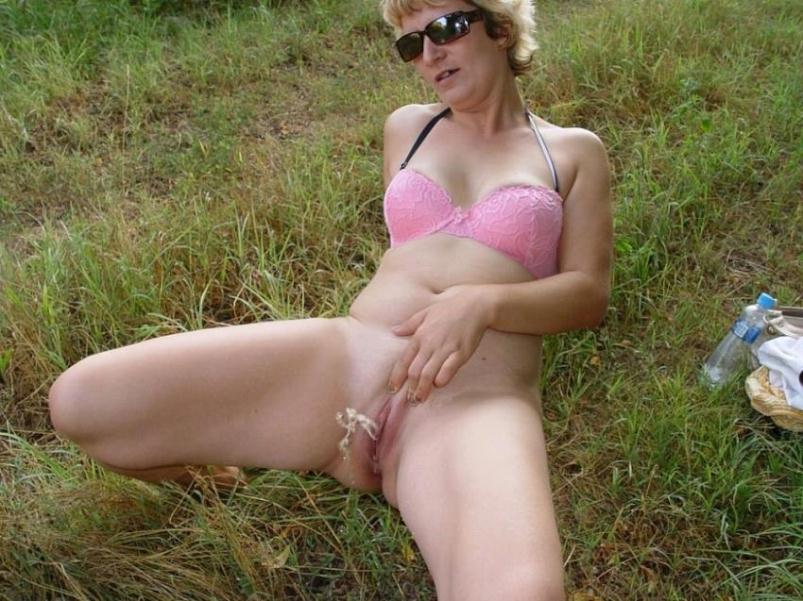 Mommy milf outdoor peeing join
