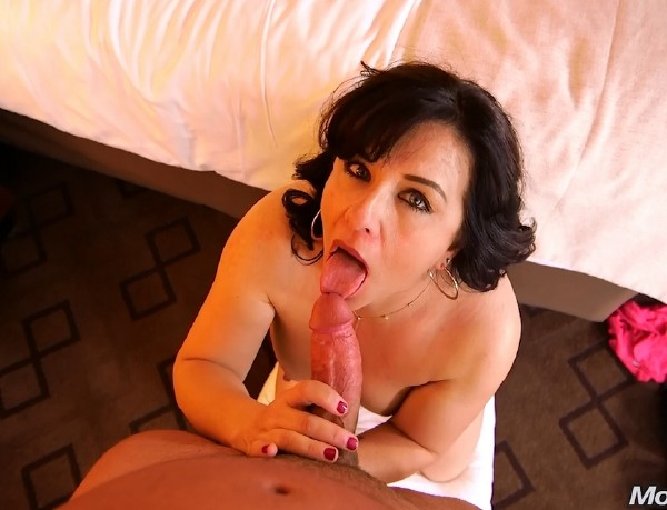 Freaky hairstylist Milf does first porn (Trudy) Mompov [SD]