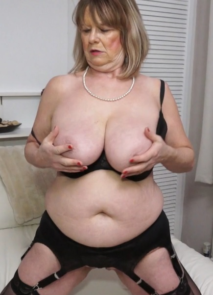 Lady Jane (EU) (64) in British curvy Mature Lady Jane playing with herself