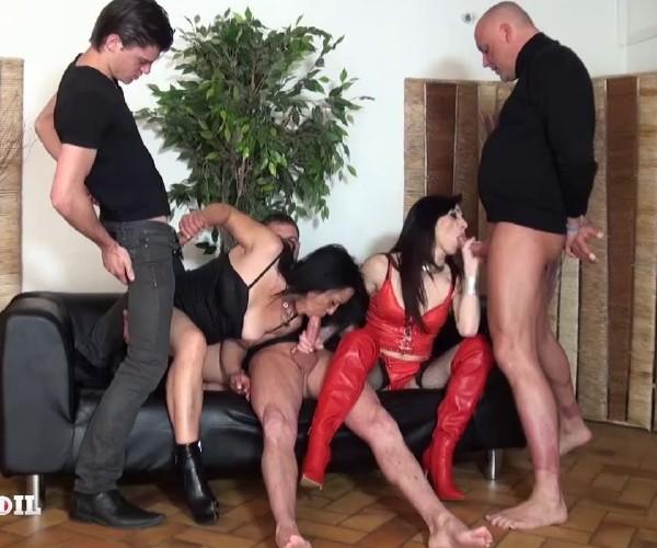 Linda India - Linda, cougar brunette se fait un plan gonzo devant notre camera! [HD] LaFRANCEaPoil - (560 MB)