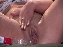 2009.10.19 - Ellena smoking squirting masturbation