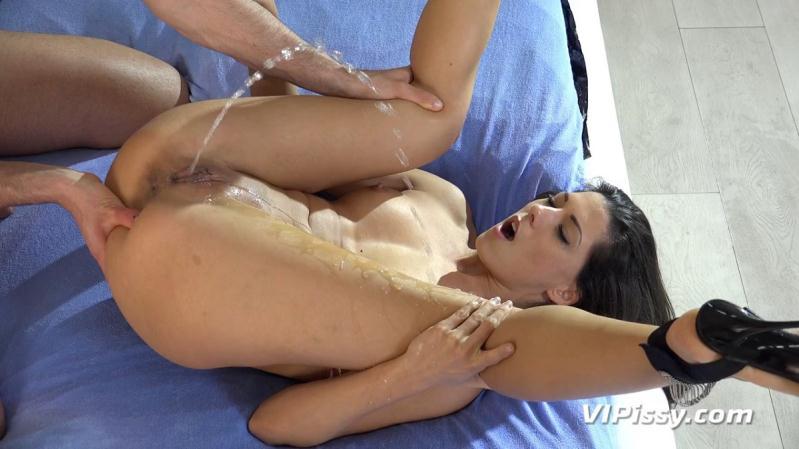 Female rope bondage techniques