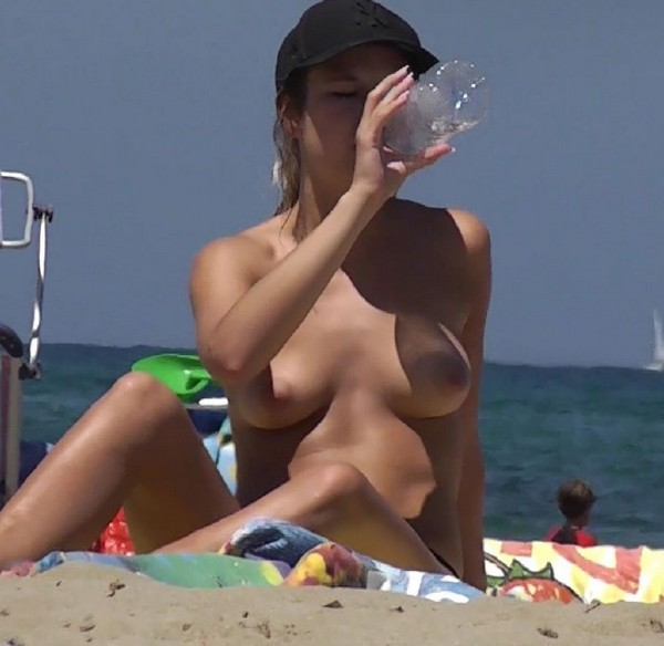 Amateurs - Topless 4 Number 1 [HD] BeachJerk - (107 MB)