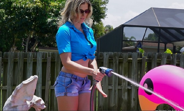 Hot Outdoor Rubdowns With Stepmom (Сory Сhase) PervMom [SD]