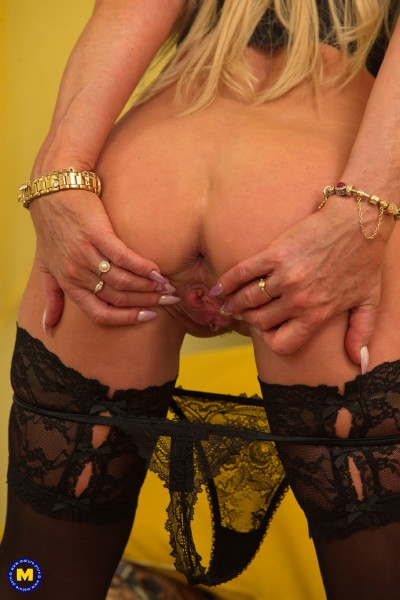 Horny housewife Sylvie playing with her toys (Sylvie 54) Mature.nl [SD]