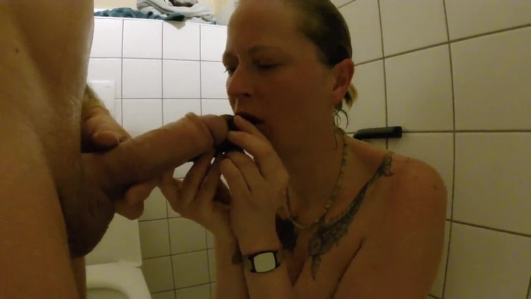 Shit snack on the sauna loo with scatsusan (2018 | FullHD 1080p | 108.05 MB)