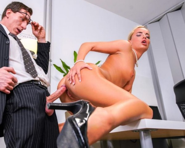 Intense fuck fest with office babe (Victoria Pure) BumsBuero/PornDoePremium [SD]