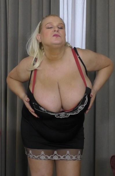 British big breasted housewife Sammy Sanders fooling around