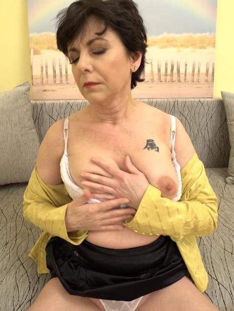 Gysela (48) in horny housewife Gysela goes wild