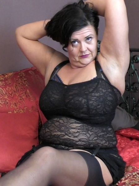 Katie Coquard (44) in British curvy lady fingering herself