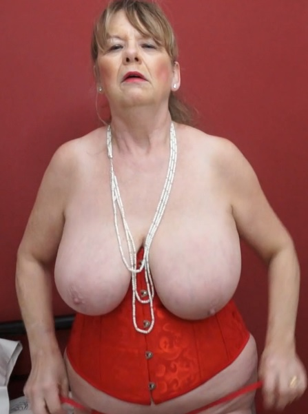 Lady Jane (64) in British housewife lady Jane fingering herself