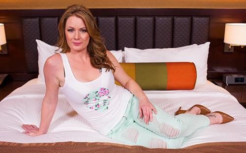 Kelsie - Beautiful freak redhead MILF (2018/HD)