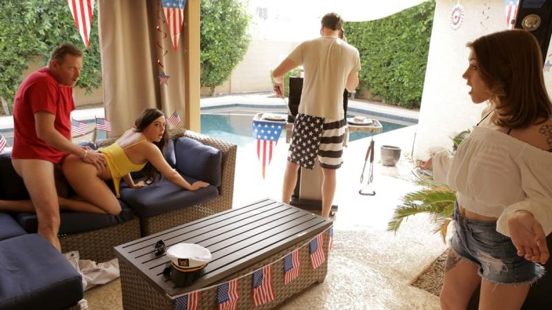 Rosalyn Sphinx, Whitney Wright - Fourth Of July Family Fuck (2018/SD)