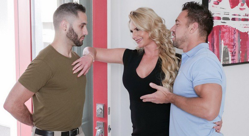 Phoenix Marie - Army Boy Meets Busty Stepmom For Thanksgiving (2018/FullHD)
