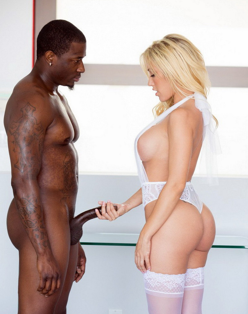 Capri Cavanni - Cheating Wife Capri loves Big Black Cock Creampie (2018/FullHD)