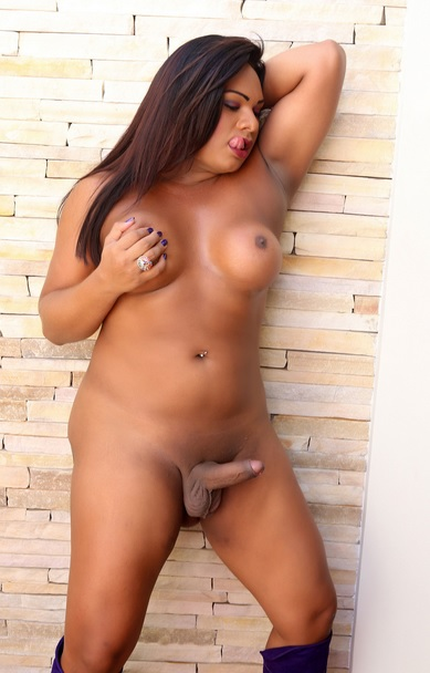This super horny brunete ll take
