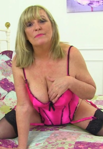 British curvy housewife Alisha playing with her toys