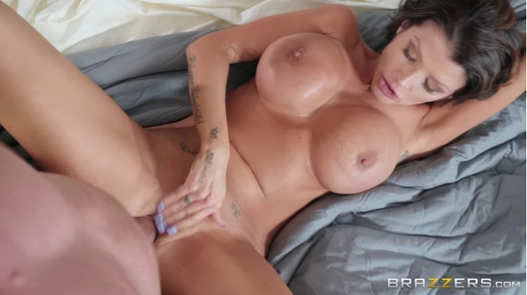 MommyGotBoobs - Joslyn James - Late Riser Gets Laid - 02.07.2018 - pornagent.org