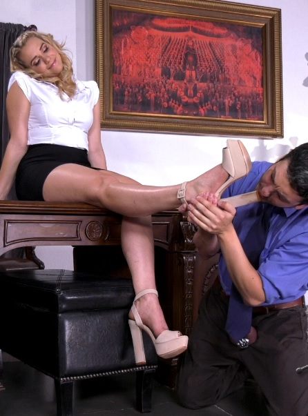 Office Boss Bitch – Mia Malkova