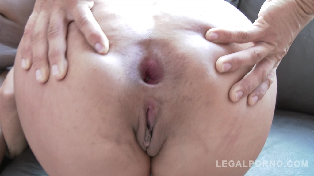 Download LegalPorno - Gonzo_com - Latina slut Mia Linz rough DP with two monster cocks SZ2017
