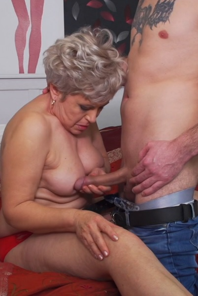 Chubby mature lady doing her toyboy