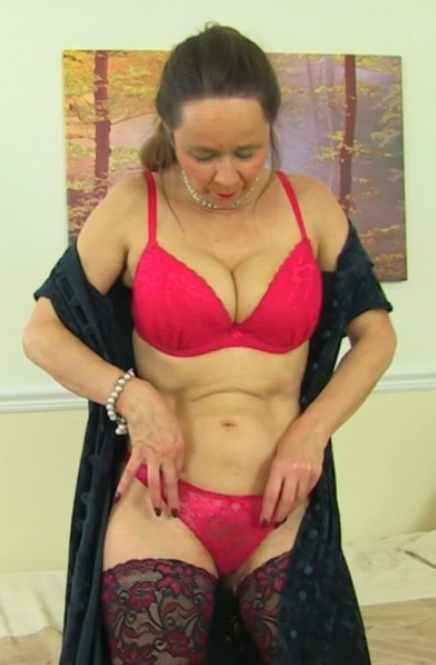 British hairy housewife Josie fooling around