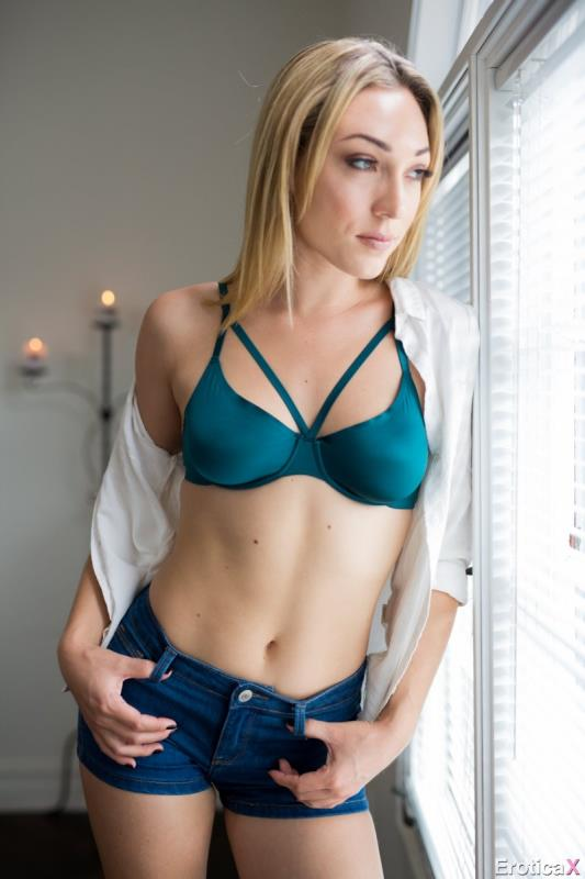 Tighter Love (Lily Labeau) EroticaX [SD]