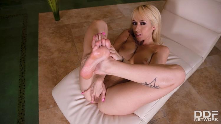 HotLegsAndFeet 18 07 31 Christina Shine XXX 1080p MP4-KTR Free Download