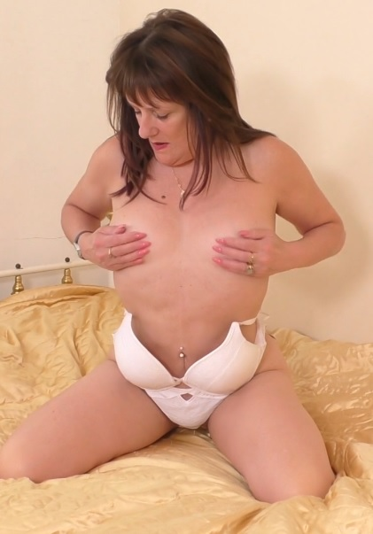 British temptress Pandora playing with herself