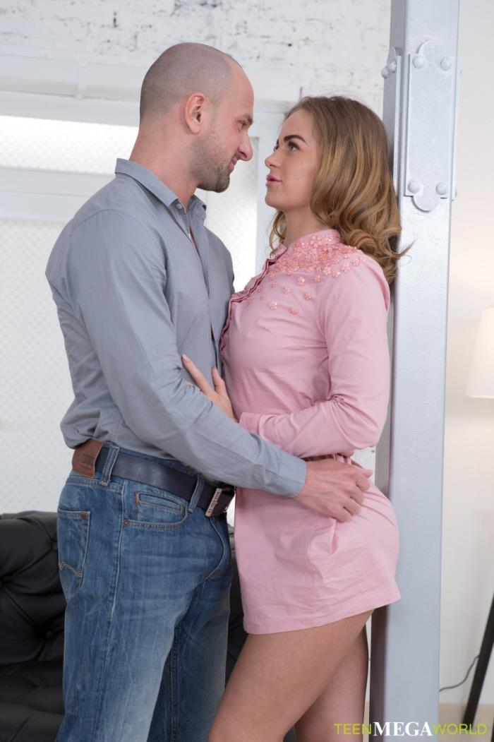 Janny Manson aka Jenny Manson - Couple works out when orgasming (2018/Anal-Angels.com/TeenMegaWorld.net) [SD/540p/ 701.45 Mb]