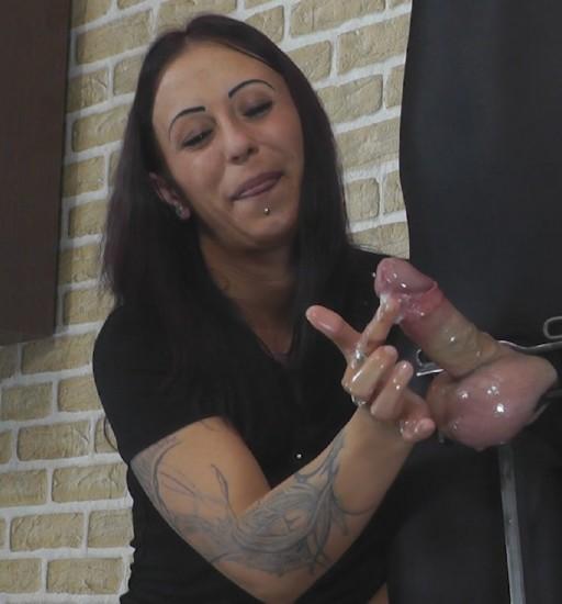 Cruel-Handjobs - Mistress Sophie - Nasty Sophies handjob [FullHD 1080p]