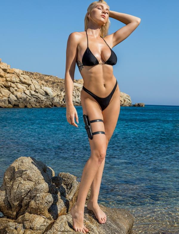 Kendra Sunderland - An American in Greece (2018/HD)