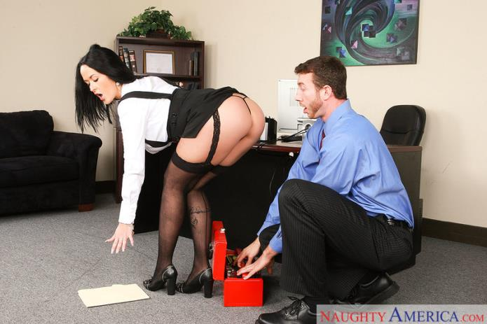 Sex in Office / Carmella Bing / 14-08-2018 [SD/480p/MP4/408 MB] by XnotX