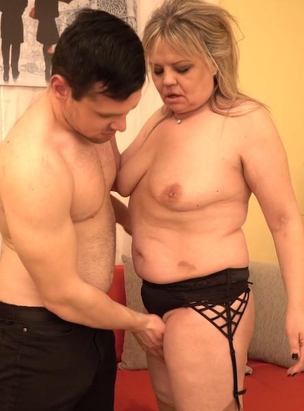 Bella S. (51) in curvy housewife Bella doing her toyboy