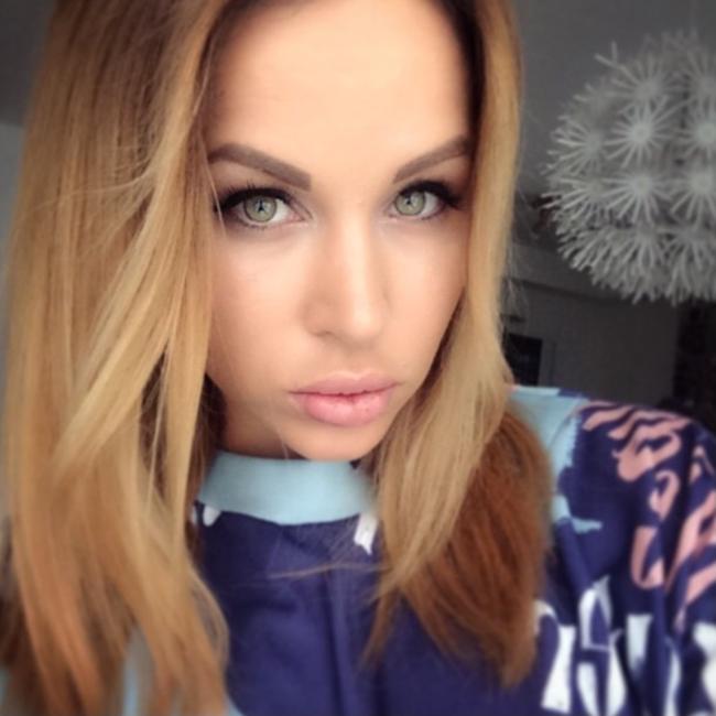 Dorcelvision: Aleska Diamond Un coup tire par les cheveux... [FullHD 1080p]