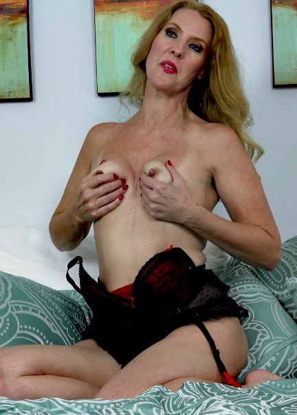 Lacy F 51 years old Mature Pleasure