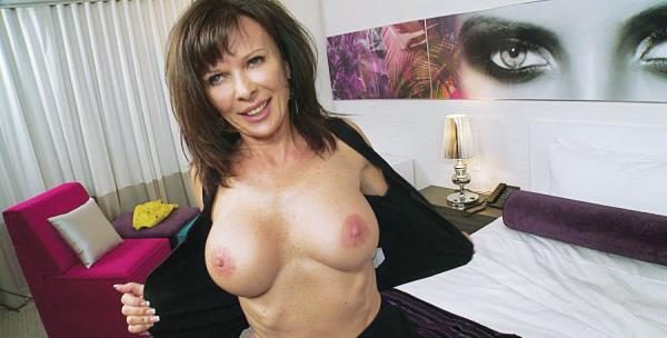 Alicia - 49 year old yummy swinger wife (2018/HD)