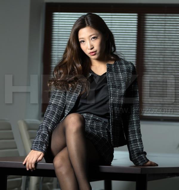 Emiri Momota - Glamorous Body Of Nasty Office Lady (2018/SD)