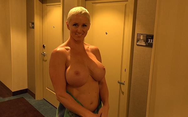 Naomi - Blonde Pixie Amazing Super MILF BTS (2018/HD)